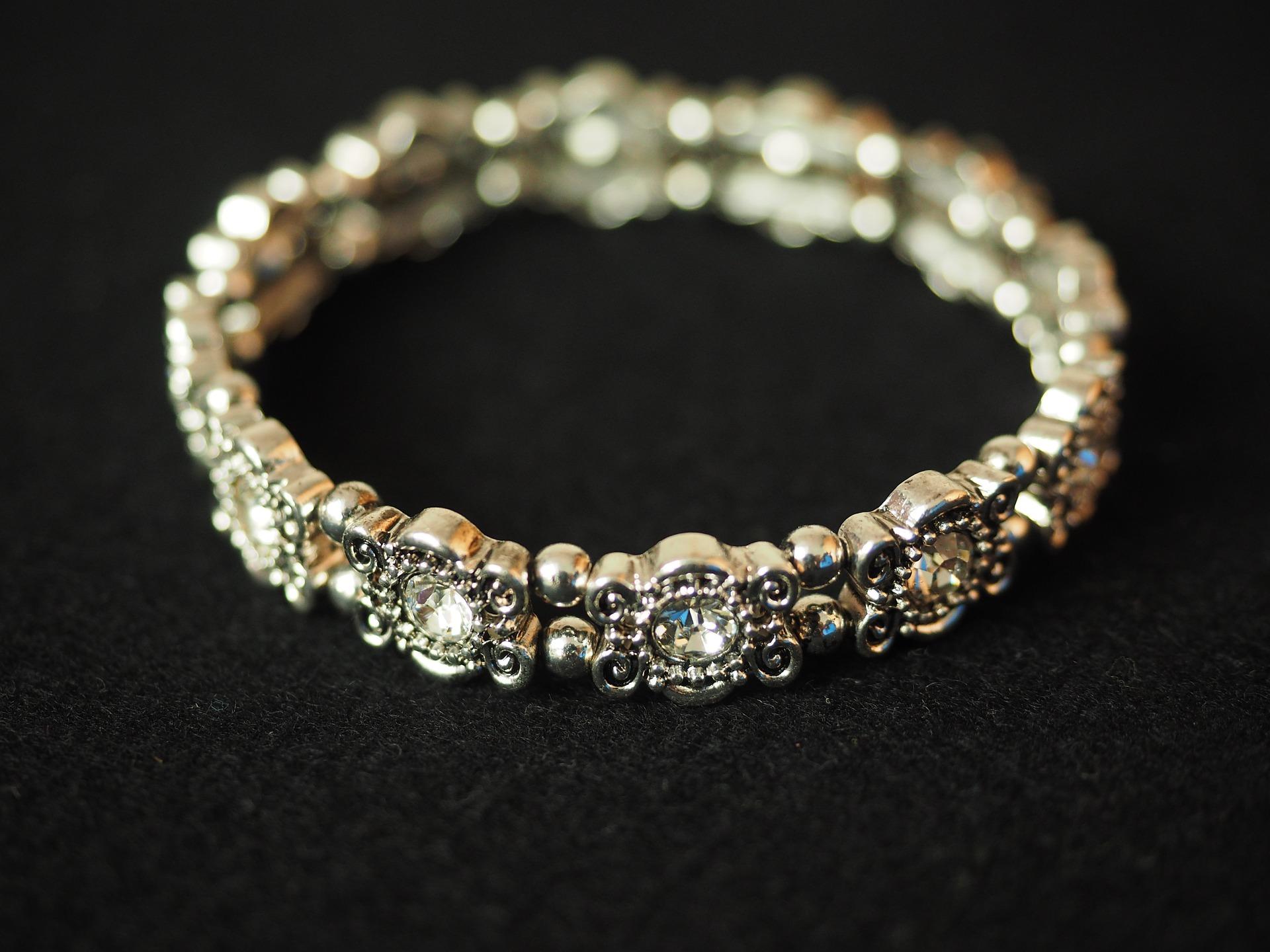 bracelet-671789_1920.jpg